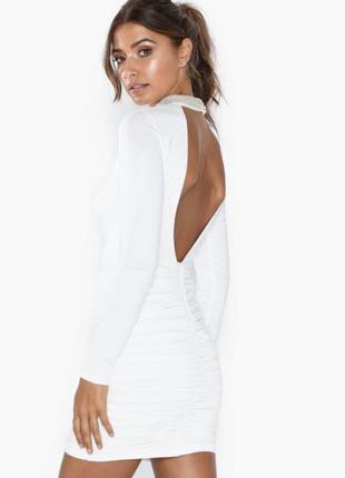 Нереальное платье с чокером и со сборками nly trend
