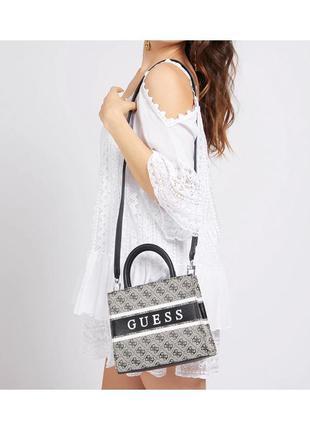 Очень красивая сумка guess monique
