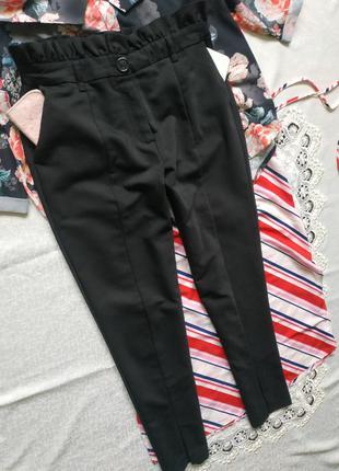 Шикарные брюки с высокой талией стрелками и разрезами впереди