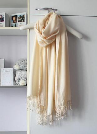 Кремовый мягкий большой шарф