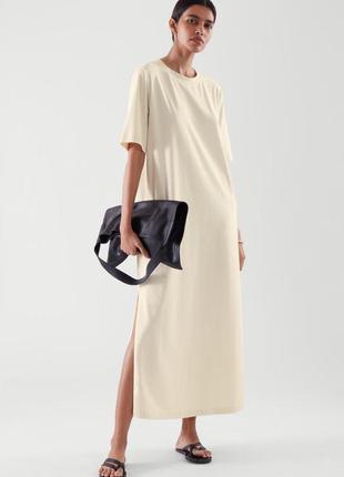 Кремовое платье-футболка миди  оверсайз  с разрезами по бокам