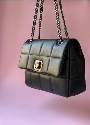 Кожаная роскошная чёрная сумка стёганная на цепочке большого размера