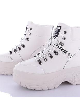 Стильні кросівки зима