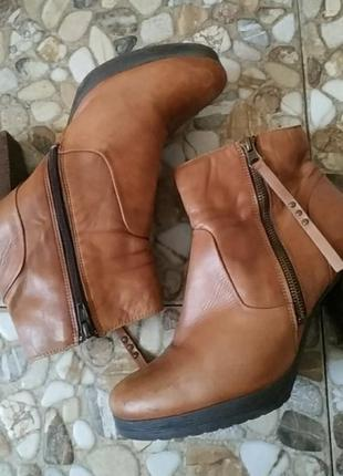 Ботинки шкіряні довжина стельки 26см, висота каблука 8.5см,висота подошви 1см