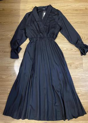 Итальянское платье чёрное миди атласное с плиссировкой