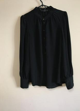 Шикарная шёлковая блуза с золотистыми пуговицами hallhuber