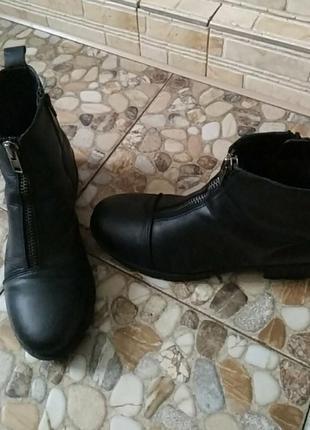 Ботинки шкіряні довжина стельки 25.5см, висота каблука 4см