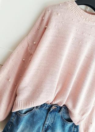 Нежно розовый свитер оверсайз с бусинами