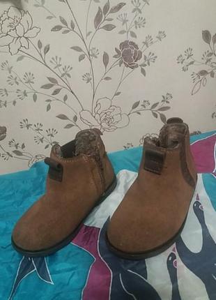 Утепленные ботинки из замши