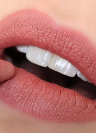 Универсальный карандаш для губ и щёк nudestix intense matte lip + cheek pencil в оттенке belle