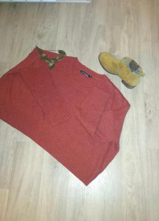 Укороченный свитер широкого кроя
