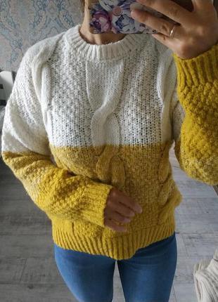 Красивый комбинированный теплый свитер