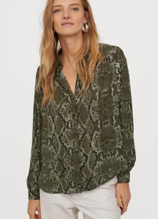 Блуза со змеиным принтом