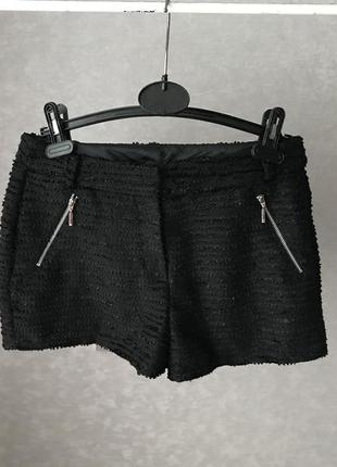 Чёрные шорты с блестящей нитью р.s
