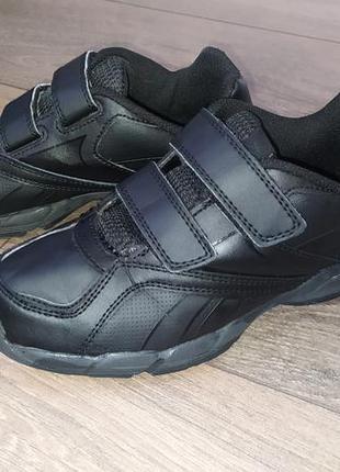 Кожаные кроссовки reebok в отличном состоянии (22 см по стельке)