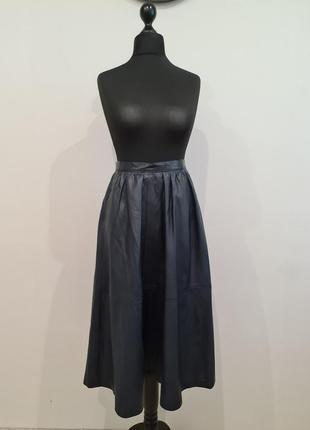 Синяя кожаная юбка клеш миди