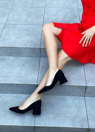 Женские замшевые туфли лодочки чёрные