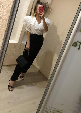 Блузка с объёмными рукавами и фактурным воротником
