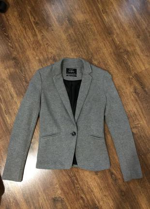 Піджак жіночий bershka