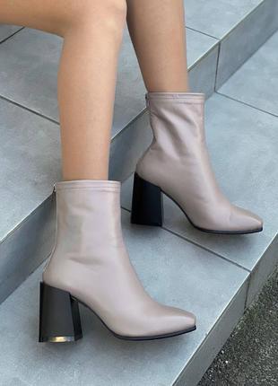 Женские кожаные ботинки демисезонные на каблуке