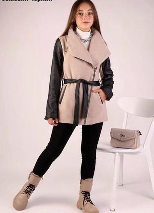 Стильное подростковое пальто.