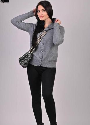 Кофта свитер женская теплая на пуговицах с капюшоном серая