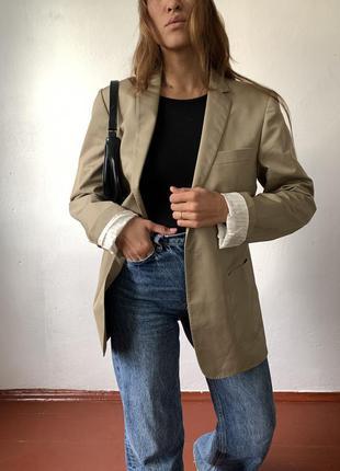 Бежевый песочный оверсайз пиджак на одну пуговицу