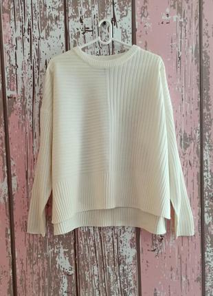 Базовый молочный свитер оверсайз