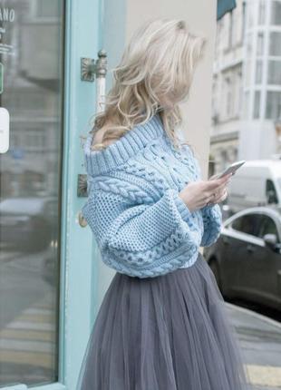 Голубой свитер с открытыми плечами 💙