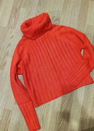 Яркий вязаный укороченный свитер с горлом  qed london  коасного цвета