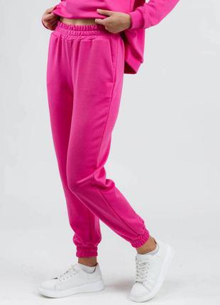 Яркие розовые спортивные штаны