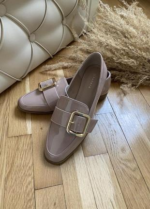 Бежевые лоферы с пряжкой лаковые туфли мокасины лодочки туфли броги оксфорды