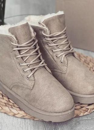 Бежевые угги ботинки на шнуровке