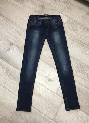Темно синие прямые джинсы 27