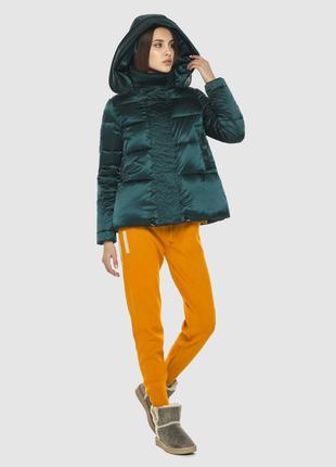 Курточка зелёная женская