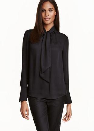 Красивая чёрная атласная блуза с бантом h&m