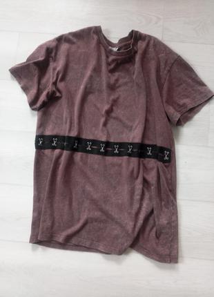 Крутая футболка zara бордовая потёртый цвет с декором