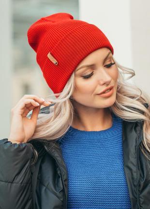 Красная  двуслойная демисезонная шапка