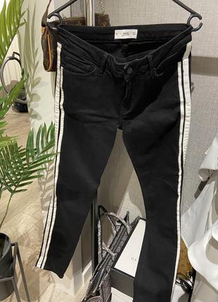 Крутейшие чёрные джинсы  скинни от mango