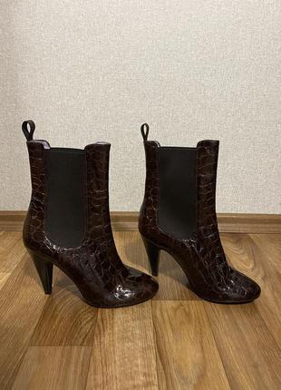 Шикарные кожаные ботинки ботильоны италия studio pollini