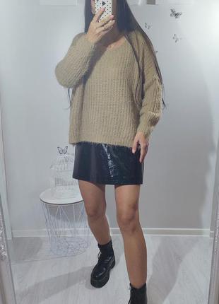 Бежевый пушистый мягкий свитер оверсайз
