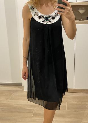 Чёрное вечернее платье с камнями