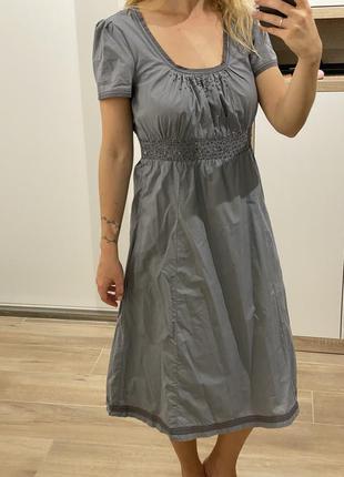 Серое платье с бисером