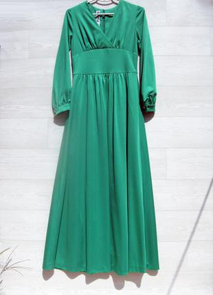 Длинное платье в пол зелёное с рукавом нарядное