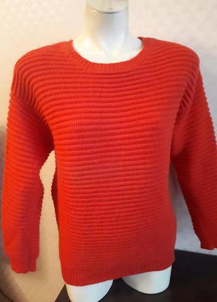 Тёплый свитер коралловый