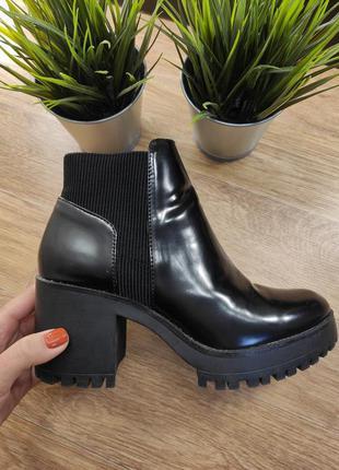 Ботинки черные на каблуке zara 38.5-39