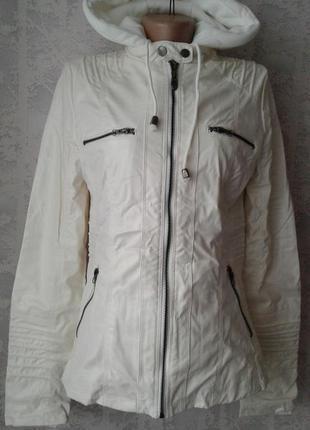 Новая куртка белая кожзаменитель 42-44 размер