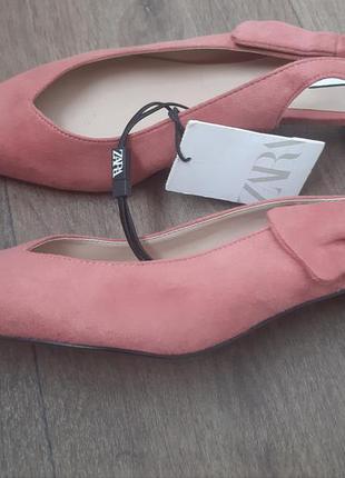 Новые туфли, босоножки на низком каблуке
