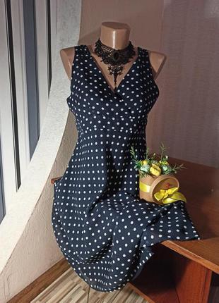 Шикарное темно-синее платье в горох