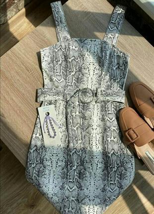 Джинсовый сарафан платье в змеиный принт с поясом кольцом